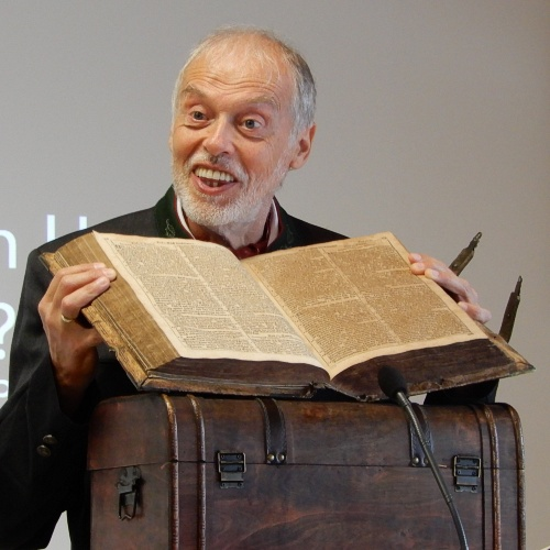 Bild zum Weblog 300 Jahre alte Bibel beim Fest der Freude in Steyr
